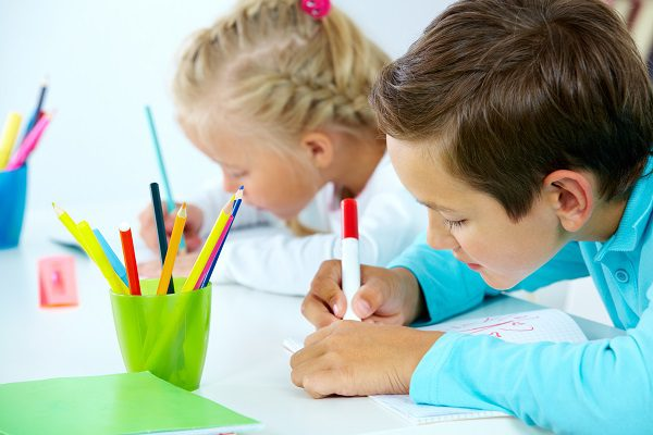 Is my child left handed or right handed? Advice from occupational therapists in Sydney's northern beaches